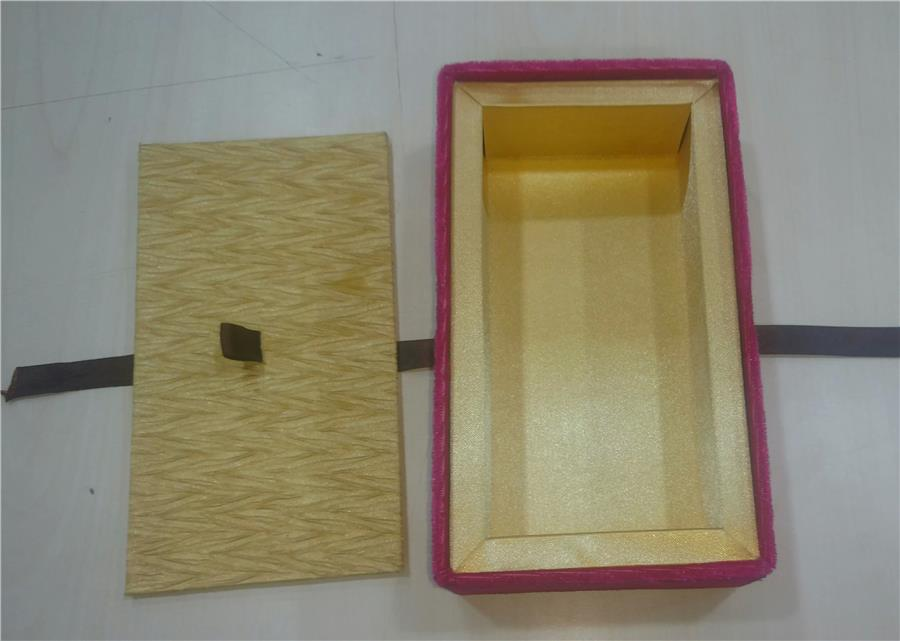 Crush satin and plain satin combination box