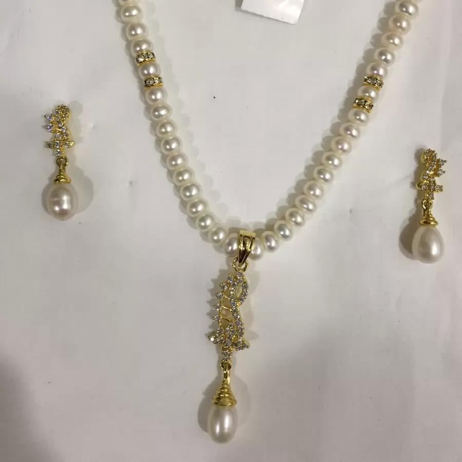 Natural Pearl Hanging Set 011