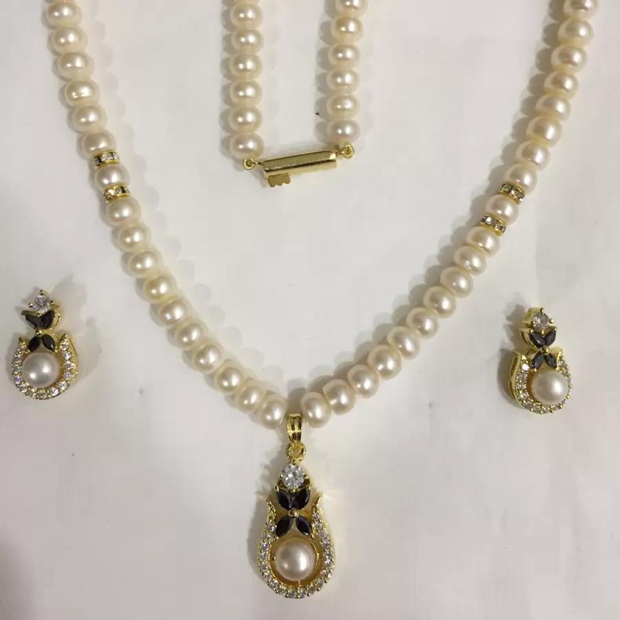 Natural Pearl Hanging Set 013